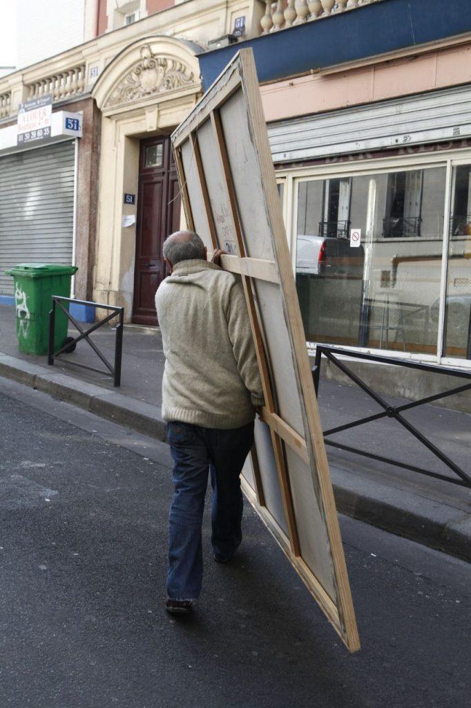 Ismail Yildirim, devant son atelier Paris, photo © Philippe Cibille